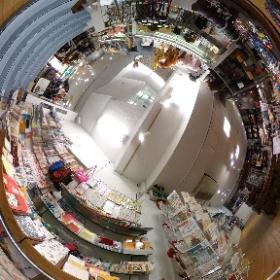 山口県周南市の雑貨・ギフトのNOICHI(のいち)  奇跡のジュエリー・幸福のパワーストーン  http://negaitama.com/  山口県周南市の徳山駅近くの雑貨店  〒745-0032 山口県周南市銀座1-17  フロアー紹介 地下1階 願魂 パワーストン・ジュエリー  山口県 周南市にある雑貨店 Noichiは、世界の雑貨、日本でも珍しい雑貨を世界中から山口県周南市に集めた、まさに大人の玉手箱みたいなお店。地下一階から、3階までところ狭しと珍しい雑貨が並ぶ。 #theta360