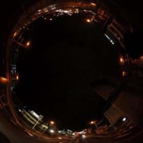 久々にthetaでパノラマ撮影。歩道橋からの夜景をぐるぐる。 #theta360