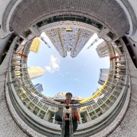 都内シータ映えスポットのひとつが都庁前と言っても過言の滝。 #都庁 #theta360