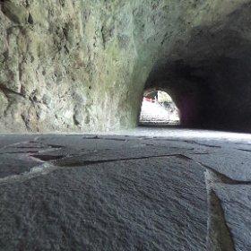 【#青の洞門】明和元年(1764)に#禅海和尚禅 が約30年かけてノミと槌だけで掘ったといわれる洞門(トンネル)。全長約342m(そのうち洞門は144m)。現在は当時からはかなり変化しているものの一部に明り窓や、ノミの跡が残っている。なお、日本初の有料道路とも言われてます。