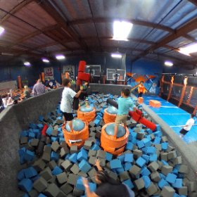 Having fun at @Skyzone trampoline park #theta360