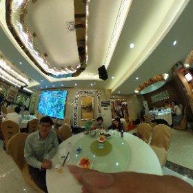 こちらも桂林の小南国というレストラン。  回転テーブルでの相席です!! #theta360