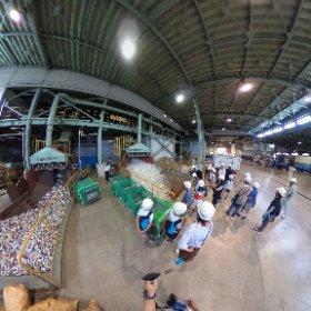 夏休み親子リサイクル探検隊で、古賀市にあるゴミ処理場に行ってきました。普段は入れない、ペットボトル等のリサイクル施設を見学してきました。 #theta360