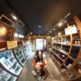 川口の角打ちと言えば幸町にある「角打ち新井商店」。地域のコミュニティ的な役割も果たす市民の憩いの場になっている。味噌がベースのつまみに合うお酒を角打ちならではの価格で提供している。 詳細は後日ホームページにて。 https://www.facebook.com/araisyoten.saitamakaguchi/