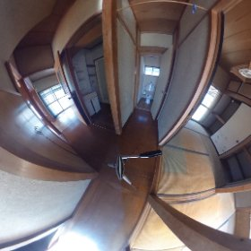 甲府市和田町1階廊下