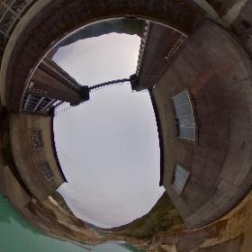徳島県那賀町の「川口ダム」。隣接している川口ダム自然エネルギーミュージアムには、ダムに関する様々な展示に加えて、自分で描いたバスや車が立体的なイラストになってスクリーンの中を走る、チームラボ「お絵かきタウンペーパークラフト」が常設されている。 #theta360