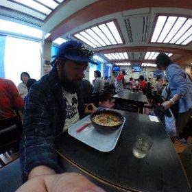 まずは腹ごしらえ!空港食堂でソーキそば。