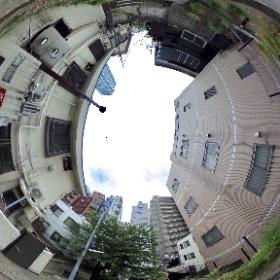 新宿十二社。かつて池に向かって下っていた渋い階段でシータ。 #theta360