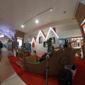 八重洲地下街もすっかりクリスマスですね。 お仕事一つ終わったので、次のイベントへ #theta360