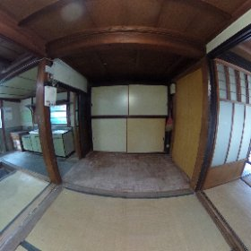 黒い家の「オク」  玄関から続く「トオリニワ」の一部に床が貼ってあり、部屋になっています。