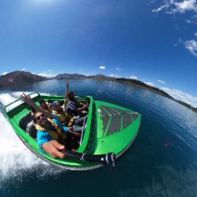 Move the picture and look around like you are on the boat :D #theta360