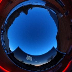 18 mars 2017 - Vénus 7 jours avant la conjonction inférieure (25 mars) Pavillon d'astronomie Velan au Domaine St-Bernard, Tremblant, Québec. Photo 360° : Michel Renaud  /  Photo de Vénus: Gino Audet #theta360 #theta360fr