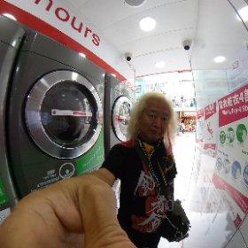 大陸のツアーは洗濯が大きな戦いだったが香港はコインランドリーが至る所にあって助かる!! 支払いは交通カードで支払えるし終了5分前にはショートメッセージで知らせてくれる・・・ でもボタンを押し忘れて全く工程が進んでないまま終了してしまってやり直し(>_<)