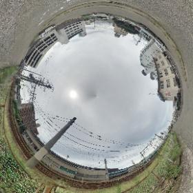 同じ所でGoogleのアプリ(Photo Sphere Camera)でパノラマ撮影した画像を、THETAのアプリでアップ。くるくる回って上下グルグル撮影、しんどいわ。 #theta360