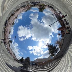 青森県弘前市、観光館前追手門広場にて。たか丸くんが見てる。 #弘前 #hirosaki #Aomori #桜 #theta360