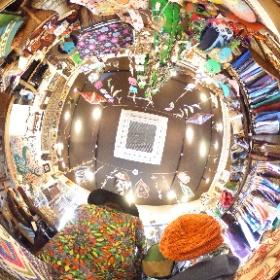 京都の東山区三条通にある衣料品店「梟」にてフクロウの置物などなどを発見!