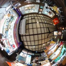 「那覇の名物」琉宮のサーターアンダギー店内写真