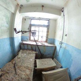 軍艦島隔離病棟の病室。   長崎市に特別の許可をもらって上陸しています。 #theta360