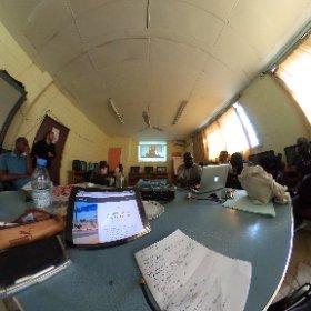 c'est l'heure du débrief dans la salle multimédia du @CESTIDAKAR avec les étudiants et @dondiaye #ipjdauphine @IPJdauphine  #theta360 #theta360fr