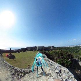 中城城跡にて。ミクさん「おー、遠くまで見える」 #miku360 #theta360