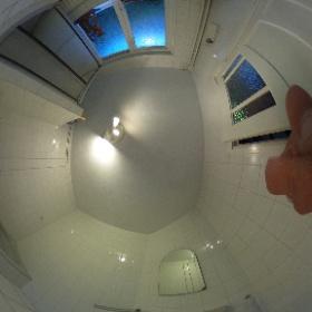 badkamer met toilet douche bad en wasbak 1e verdieping www.hanekamp.co #theta360