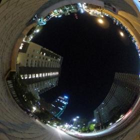 #miku360 あまり来たことのない新潟市ではしゃぐ雪ミクさん万代橋の前でシータをピュイ!  #theta360