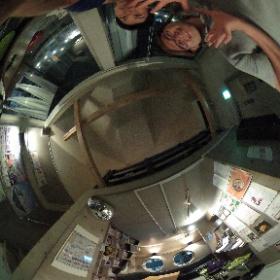 逗子の整体:ドイツ式カイロプラクティック逗子整体院です。 www.zushi-seitai.com 逗子のなぎさ通りのビルの5Fにある コワクワク秘密基地OOO逗子。たかけろおねーさんが店長の時に遊びに行きました。これはしたの階です。コンサートなど何か教室とか何かいいアイディアある人は一緒にこの場所を盛り上げていきませんか? m.facebok.com/zushimarumarumaru/ #theta360