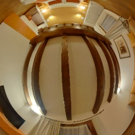 La suite San Quirico d'Orcia, ha una zona soggiorno/studio, una camera con letto matrimoniale o due singoli e un divano letto per due persone. Dispone di tutti i comfort, dalla domotica ai sistemi audio-video, minibar, cassaforte e tende oscuranti.