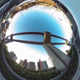 #RICOH #THETA #全天球写真 大阪モノレールのレールの下、中央環状線(2号線、中国道測道 )豊中市緑丘付近、 対角線魚眼写真のソースとして。  pic.twitter.com/x7PVhTDANI