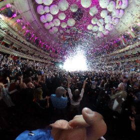 Nothing like a white out and a confetti cannon to end the night. #theta360