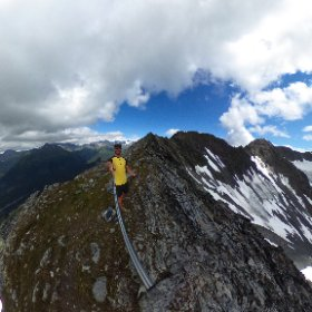 Such a beautiful mountain and ridge line to run. love my 360 camera for these kind of shots  #theta360