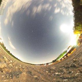 theta Sで星空を撮ってきました〜! 試し撮りって感じですが、かなりキレイに撮れますね。  画質がかなり上がったので、ちょっとしたカメラを買うならtheta Sまじオススメです。 http://www.appbank.net/2015/10/31/goods-books/1118361.php