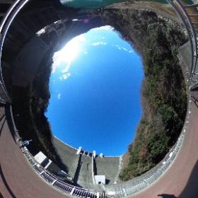 宮ヶ瀬ダム(下の橋から)。ダムもさることながら、下流側(石小屋ダム方面)の景色が美しい。 #theta360