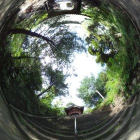 前回来た時イマイチ天気でしかもTHETAの写真を撮り忘れたのでリベンジ。狭山不動尊の例の階段。