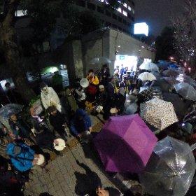 国会議事堂前駅4番出口前ドラム隊 #全天球パノラマ 歩道全幅使えてます。対岸の人数も注目! #0316官邸前大抗議 #RegaindemocracyJP #REGAIN #官邸前いい土地ですから前に進んでください