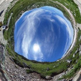立山登山に行ってきました。雄山登山、一ノ越手前キャンプ場が遠くに見えます  #立山 #雄山登山 #一ノ越 #theta360
