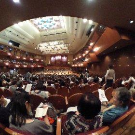 昨夕の東日本大震災復興支援チャリティコンサート『集い』  東北復興を願って集まった大迫力の1500人を超える人々。13時間をかけてバスで移動してきた被災当時小学生だった高校生たちの魂のこもった演奏、躍動するねぷた祭りの桶太鼓、拍手喝采。  プロアマ混合でたった一日で合わせたという、気合いの入った見事な大人の演奏も素晴らしかった。  アンコールの主よ、人の望みの喜びよでは、涙が溢れました  #theta360