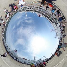 神津島航路ラストクルーズの2代目さるびあ丸と、新造船3代目さるびあ丸が停泊する伊豆大島・元町港の桟橋。