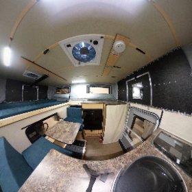 Das ist das 2019er Modell der Four Wheel Campers Kodiak mit Frontdinette und SC Paket inklusive Innendusche und festem WC. Alle Infos zur Kabine findet Ihr auf www.fourwheelcampers.de #theta360 #theta360de