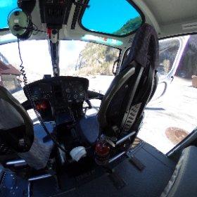 Cockpit Ecureuil AS350 Lauterbrunnen www.helikopterflug.ch