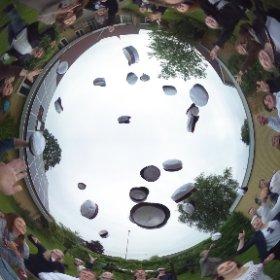 Vi fik lige besøg af en stakfuld herlige studenter...klik og få et 360 graders look af huekast - god fest derude til blomsten SF Danmarks ungdom :-)