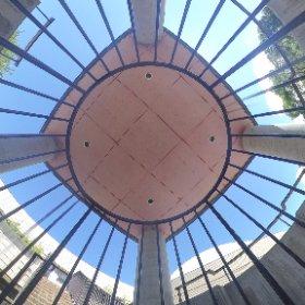 360度パノラマな子どもの遊び場所。 砂場とすべり台がある遊び場所は、パノラマグラファーの遊び場所、でもあるww #theta360