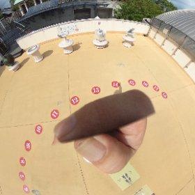 明石天文台、人間日時計。 よく見ると14:15あたりに指に影が(^^;; #theta360