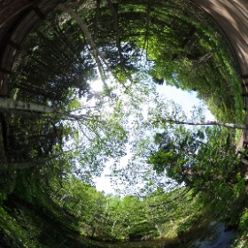 北海道 清里町 神の子池 摩周湖の地下水が湧き出して生まれた池。 コバルトブルーに輝く神秘的で素敵。