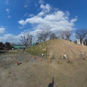 3月5日の新潮講座「東京古道散歩」で訪れるスポットのひとつ、野毛大塚古墳です。皆様のお越しをお待ちしております。 #新潮講座  #theta360