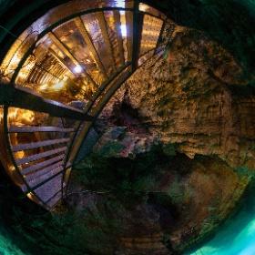 岩手県 龍洞門  日本三大鍾乳洞です
