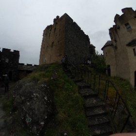 In a courtyard of Eilean Donan Castle. #theta360