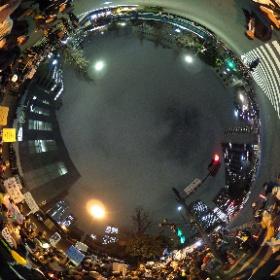 フロントライン手前国会記者会館入口 #全天球パノラマ この辺りはプラカード掲げてる人が多いです。 #0323官邸前大抗議行動 #まともな政治を #RegaindemocracyJP #REGAIN