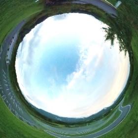 早朝の梅林公園駐車場から #theta360