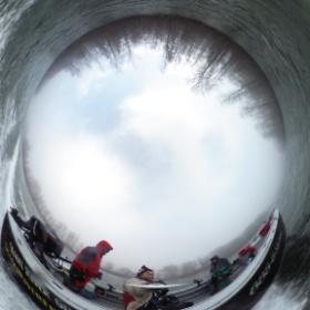 Bald Eagle Photo Shooting on a boat at upper Skagit River. December 24rh, 2013. スカジット川上流のボートからの白頭鷲撮影の移動中の場面。